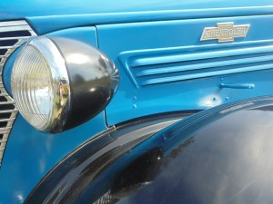 headlight of blue chevrolet